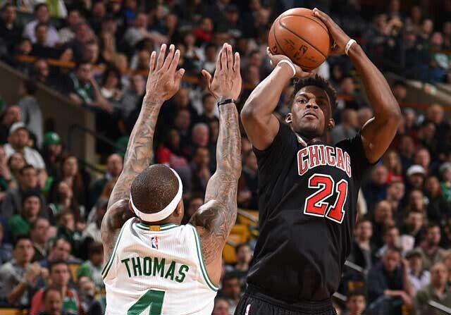 Jimmy Butler se eleva por encima de Isaiah Thomas