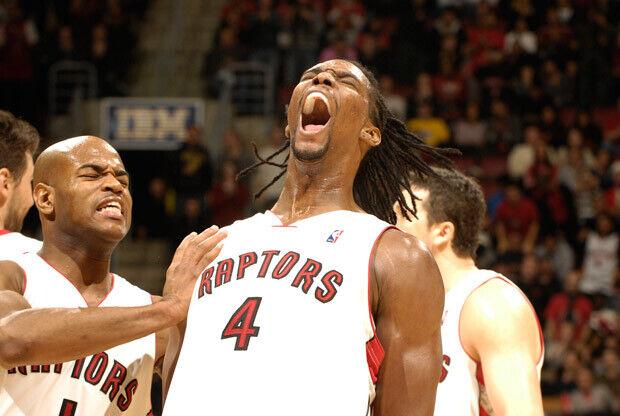 Chrish Bosh jugando con Toronto Raptors