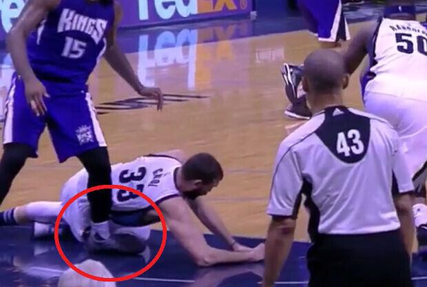 DeMarcus Cousins sufre un esguince de tobillo