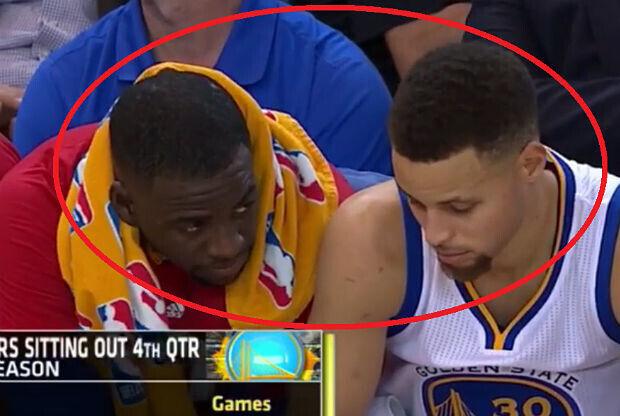 Dos jugadores de Golden State Warriors bromeando