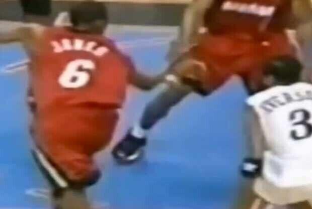 Allen Iverson se deshace de LeBron James con un crossover