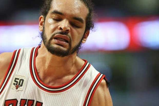 Joakim Noah se queja de sus molestias en el hombro