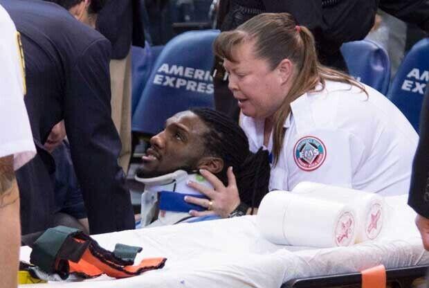 Kenneth Faried, tras su golpe en el cuello