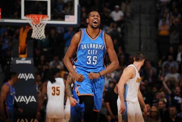 Kevin Durant celebra una canasta ante Denver Nuggets