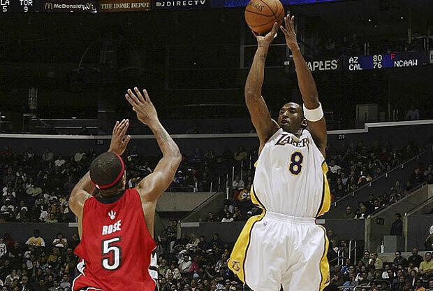 Kobe Bryant contra Toronto Raptors