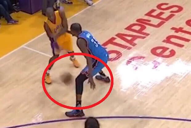 Kobe Bryant abusa de Kevin Durant