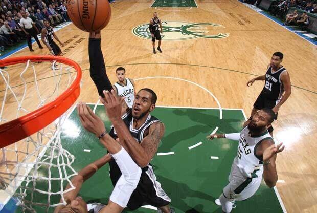 LaMarcus Aldridge hace un mate ante Boston Celtics