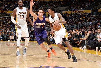 Lou Williams se libra de un jugador de Phoenix Suns