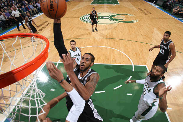 San Antonio Spurs ante Milwaukee Bucks