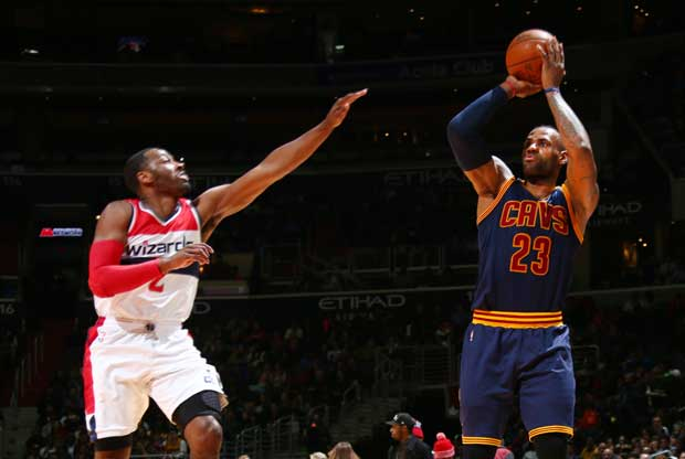 John Wall defiende a LeBron James