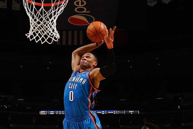 Russell Westbrook realiza un mate