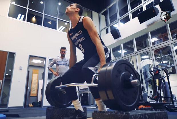 Zach LaVine entrenando