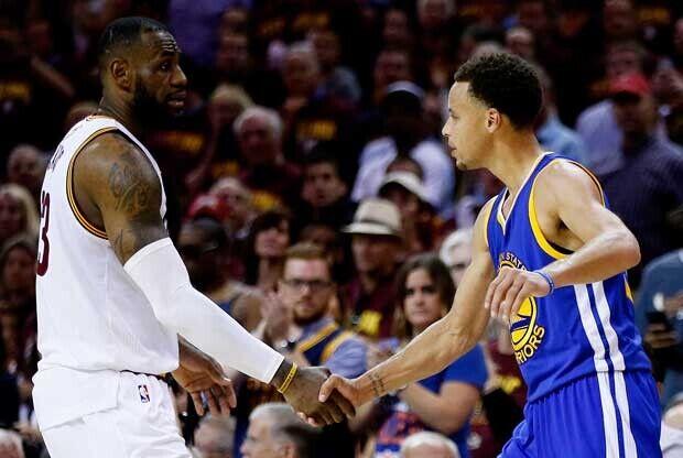 Stephen Curry y LeBron James se dan la mano