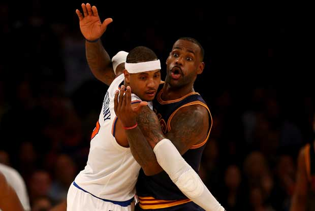Carmelo Anthony defiende a LeBron James