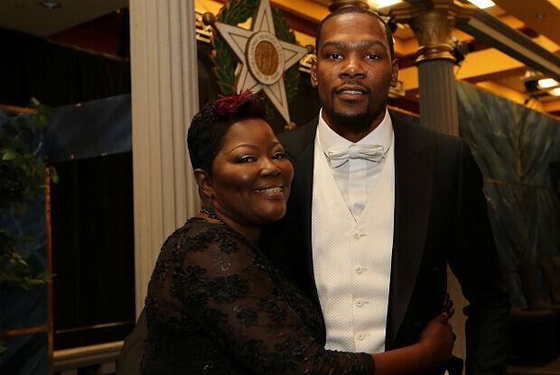Kevin Durant y su madre Wanda Pratt