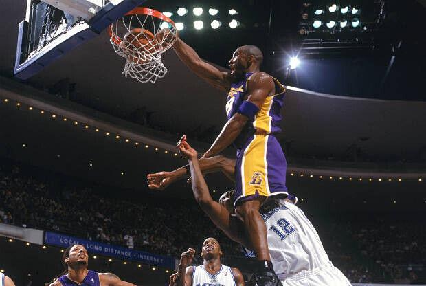Kobe Bryant machacando