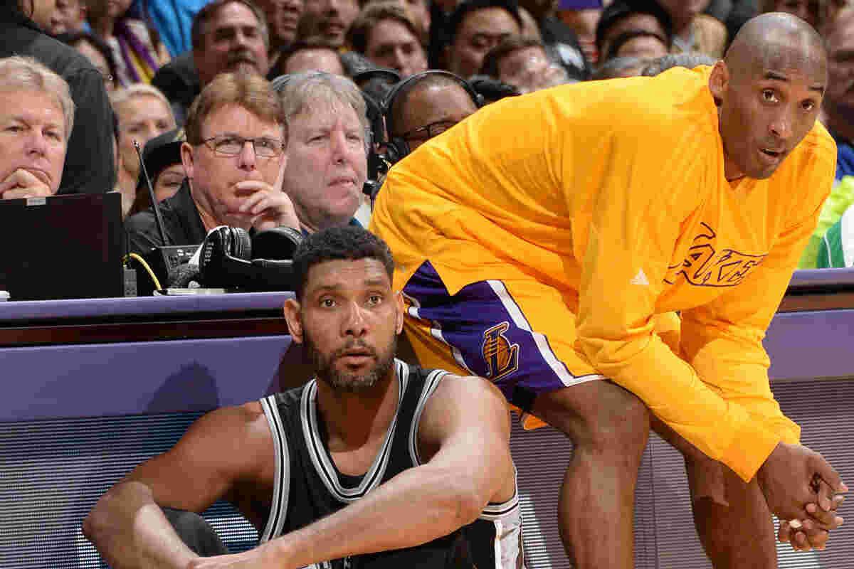 Kobe Bryant y Tim Duncan durante un partido