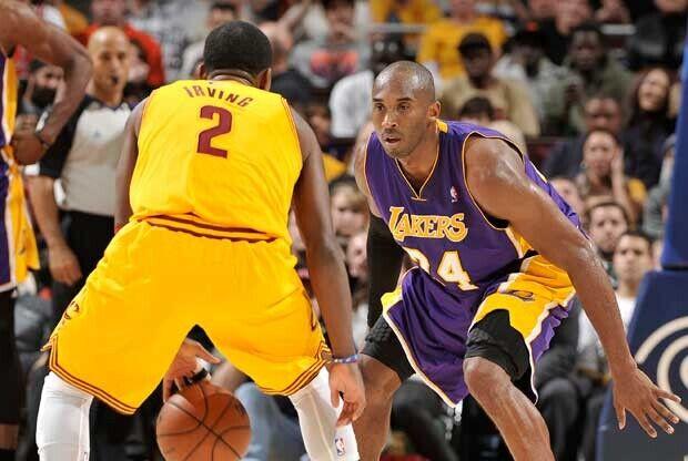Kobe Bryant defiende a Kyrie Irving