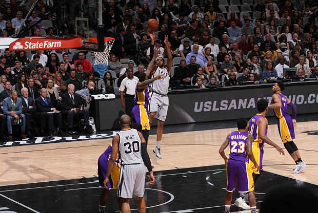 San Antonio Spurs contra Los Angeles Lakers