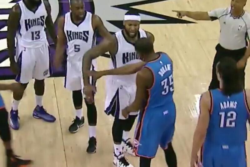 DeMarcus Cousins y Kevin Durant a punto de llegar a las manos