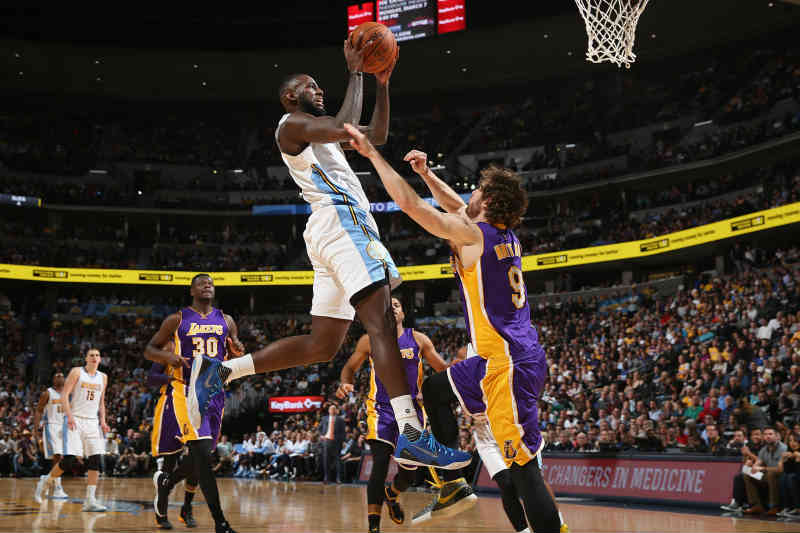 Denver Nuggets contra Los Angeles Lakers