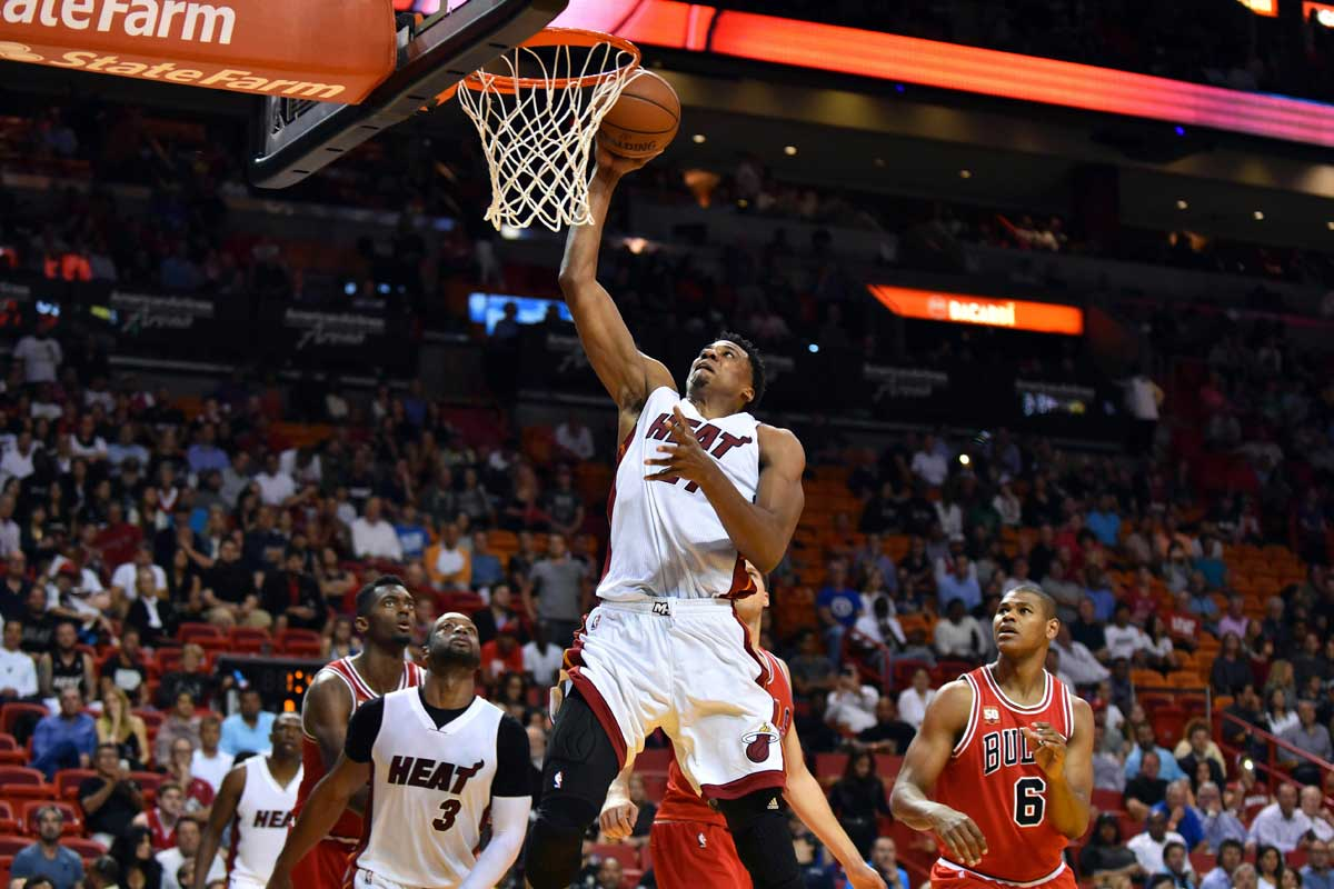 Hassan Whiteside hace un mate ante Chicago Bulls
