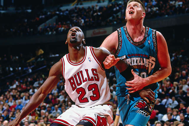 Michael Jordan jugando contra Vancouver Grizzlies