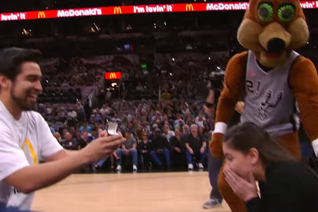The Coyote, la mascota de San Antonio Spurs