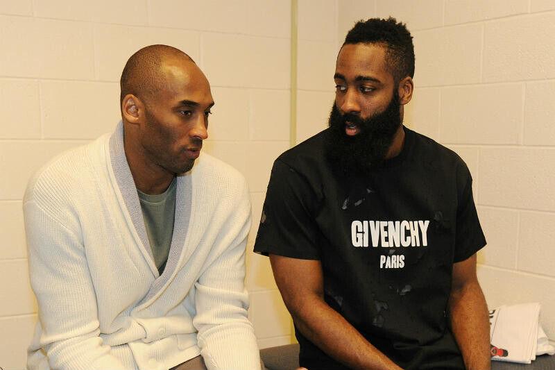 James Harden y Kobe Bryant