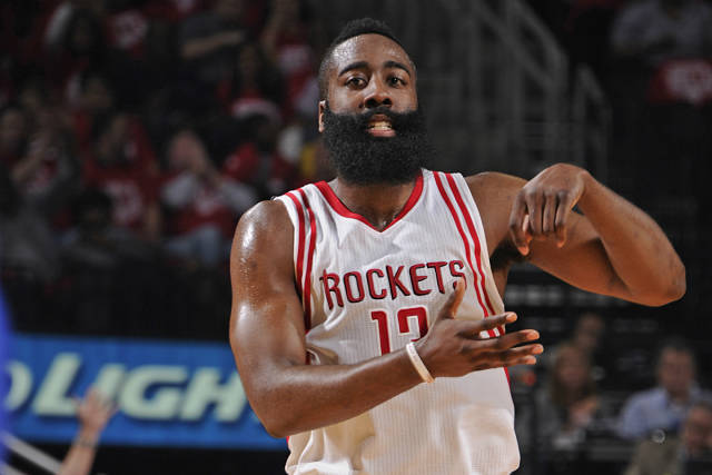 James Harden celebra una acción