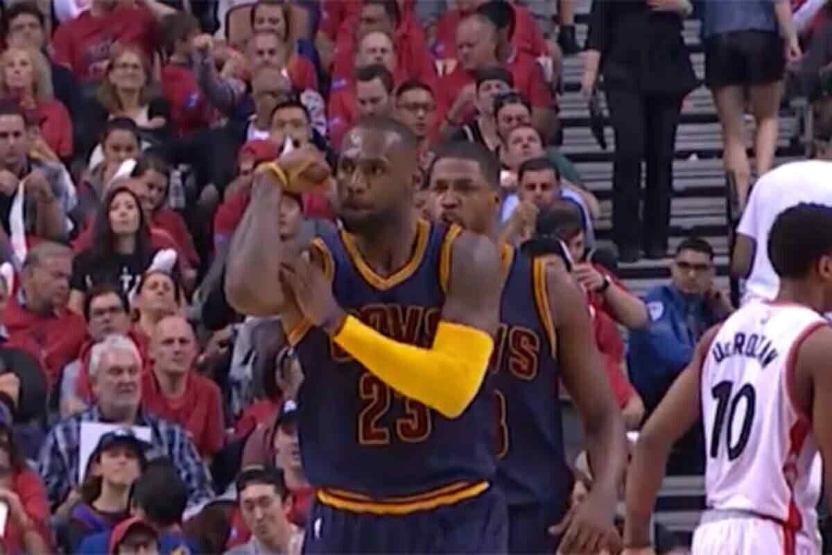 LeBron James, protagonista por partida doble