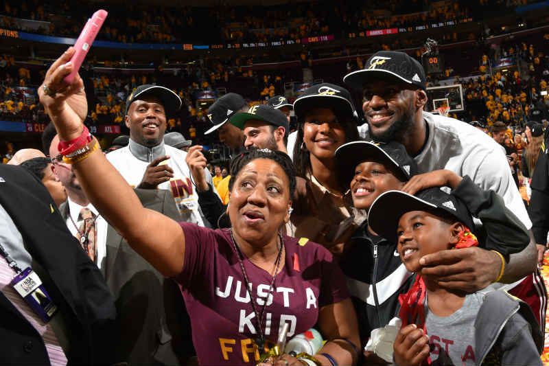 LeBron James familia