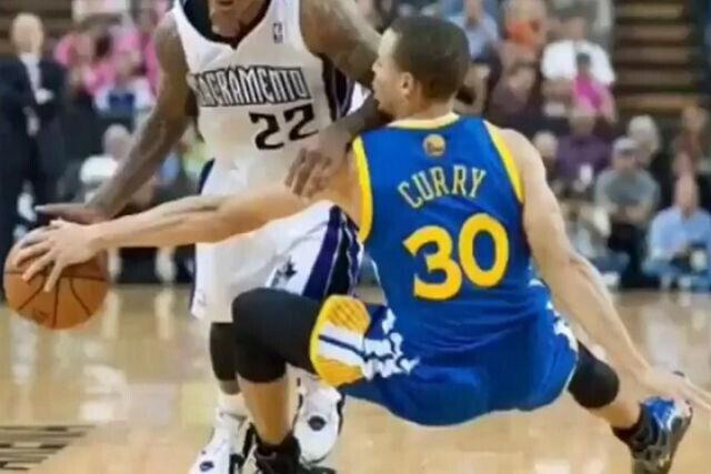 Stephen Curry acaba por los suelos