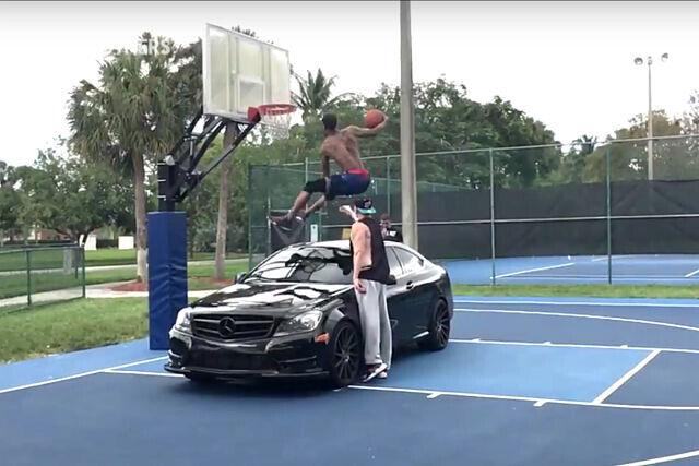 Guy Dupuy saltando un coche