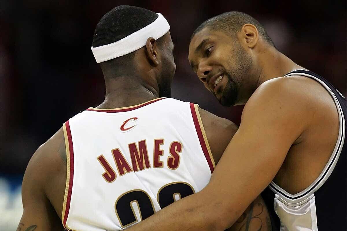 Tim Duncan y LeBron James, durante las Finales de 2007