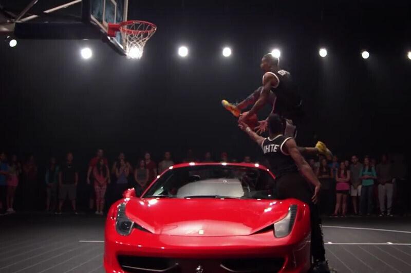 Los dunkers que saltan por encima de coches