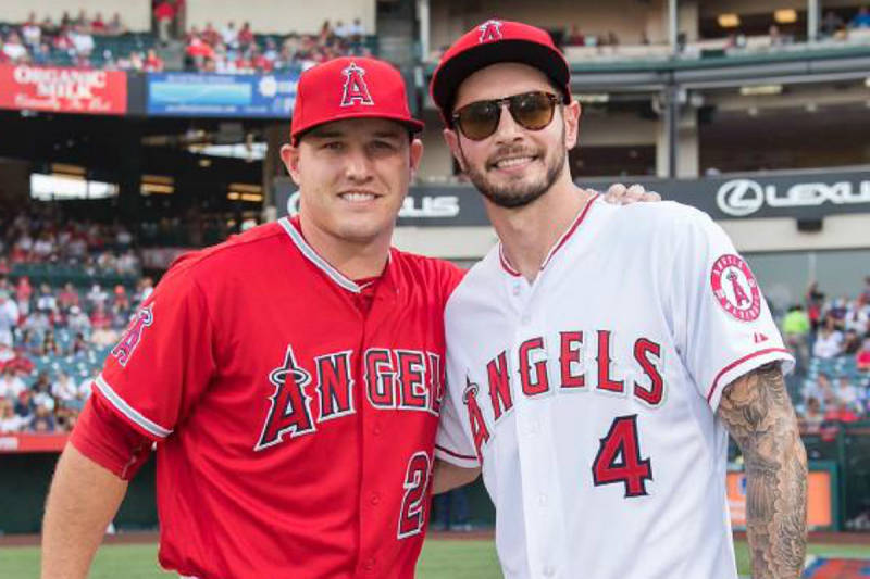 J.J. Redick con Mike Trout