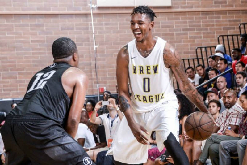 Nick Young jugando en la Drew League