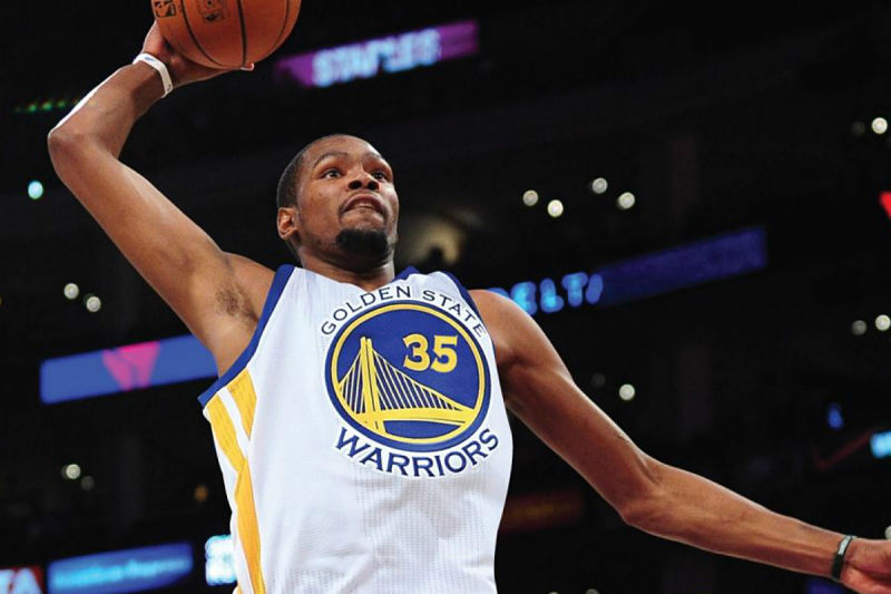 Kevin Durant con la camiseta de los Warriors