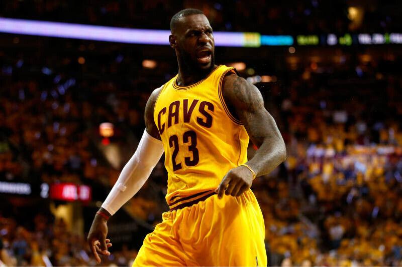 LeBron James empieza con buen pie su reválida del anillo