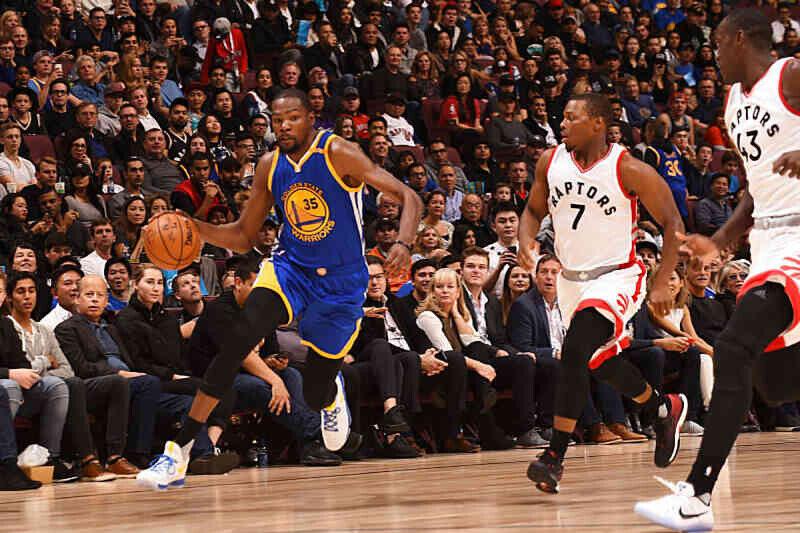 Kevin Durant jugando con los Warriors