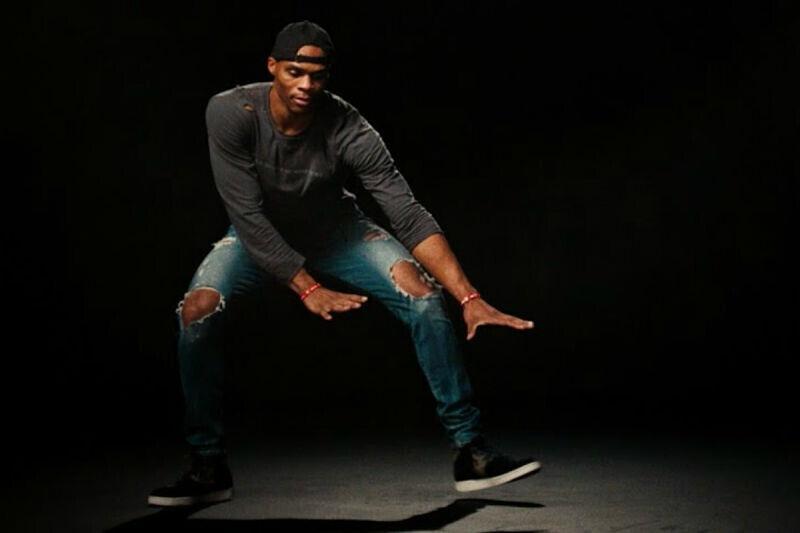 Russell Westbrook, bailando