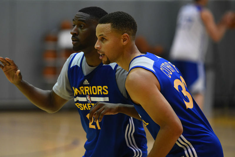 Stephen Curry entrenando