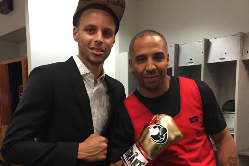 Stephen Curry y Andre Ward hombro con hombro