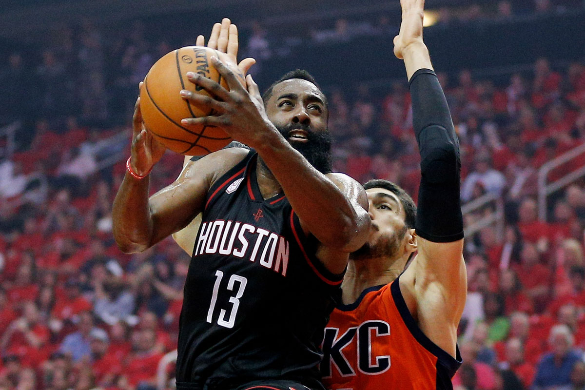 Harden gana duelo a Westbrook y Rockets arrolla 118-87 a Thunder