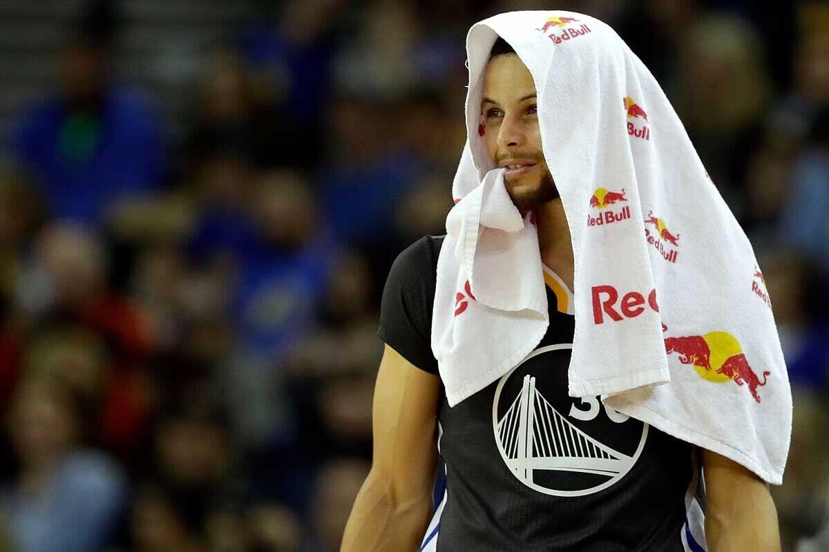 Warriors, a un triunfo de las semifinales; Grizzlies y Raptors empatan series