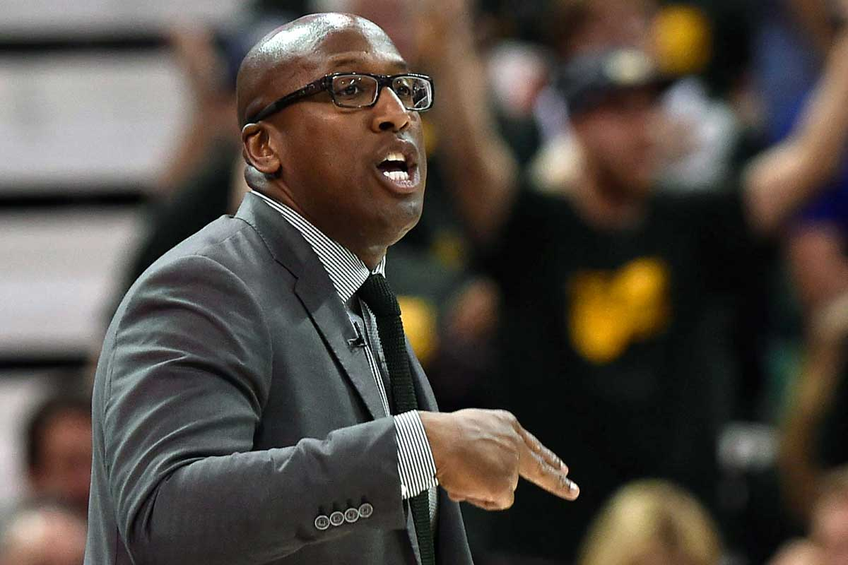 Mike Brown, asistente de los Warriors