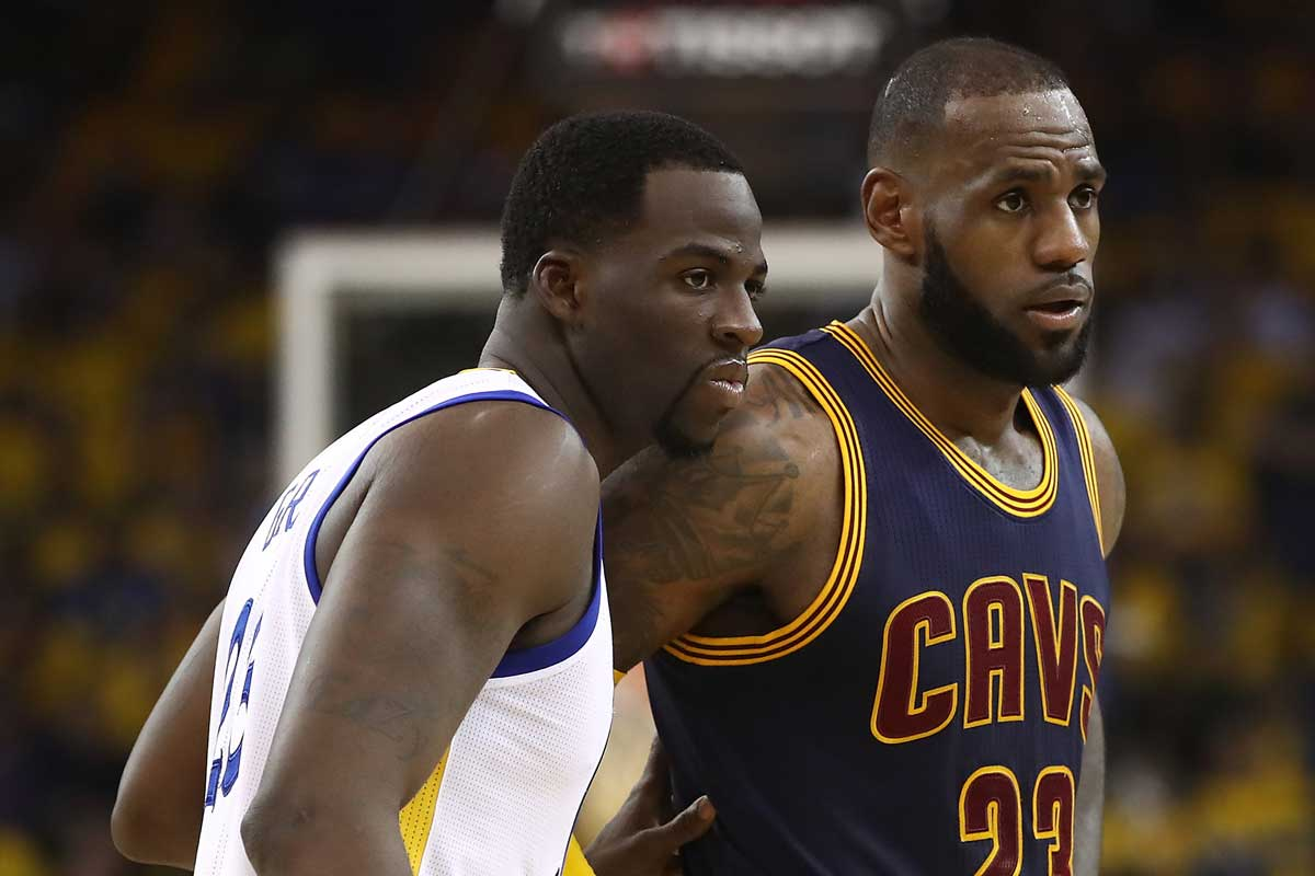 Draymond Green, jugador de Golden State Warriors; LeBron James, jugador de Cleveland Cavaliers