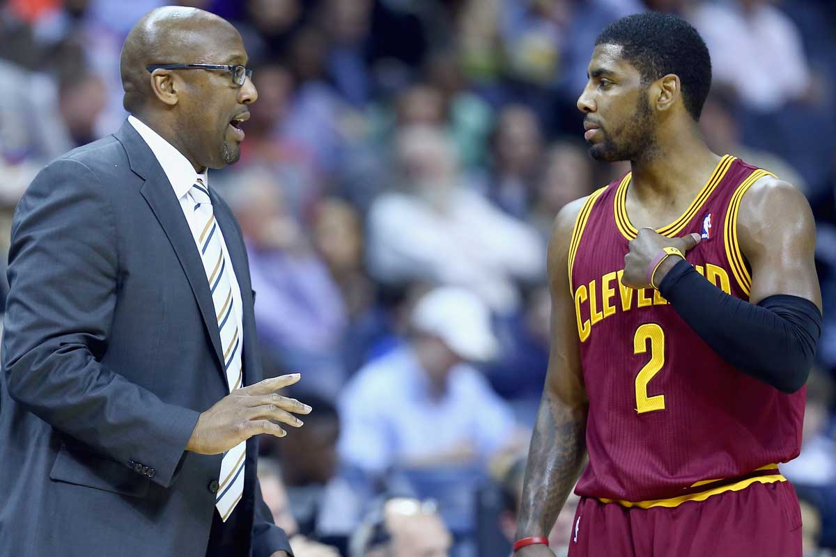 Kyrie Irving jugador de los Cavs, Mike Brown entrenador de los Warriors