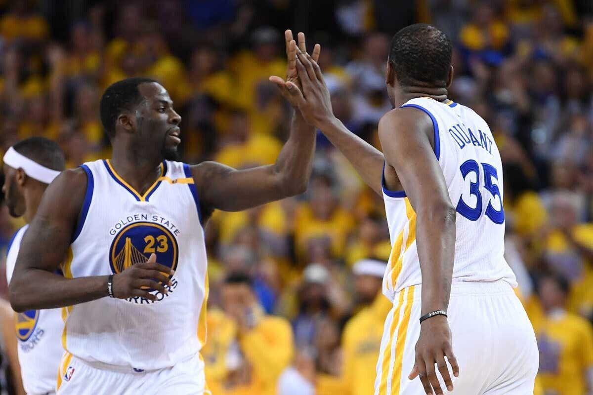 Draymond Green y Kevin Durant, jugadores de los Warriors